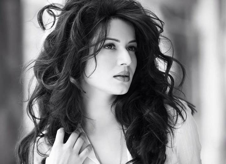 Grand Masti is Kainaat Arora's debut in Bollywood as a leading lady.