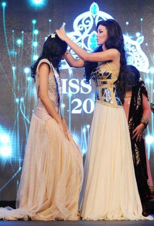 Sahar Biniaz crowns first runner up of Miss Diva 2013 Gurleen Grewa