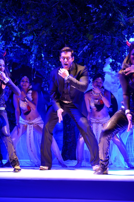 Salman Khan presented the new season of his reality show Bigg Boss at a gala event in Mumbai filled with song and dance. Salman made his entry on stage by dancing to his popular songs from Dabangg 2.