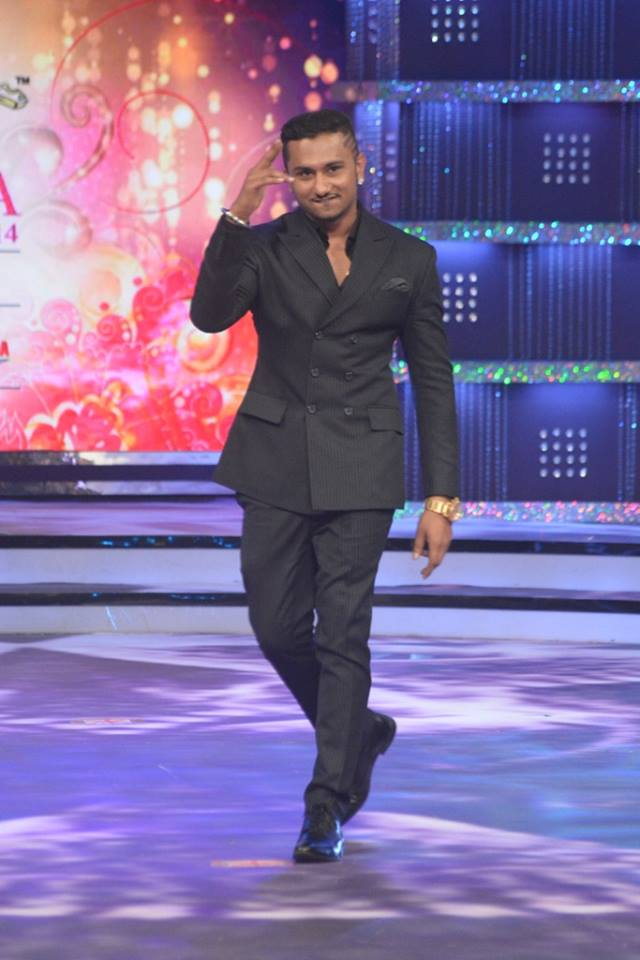 Judge Yo Yo Honey Singh on stage at fbb Femina Miss India 2014.