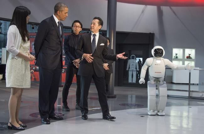 Obama bows to robot in Japan