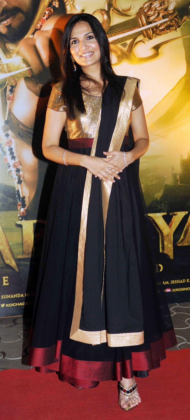 Soundarya looked lovely at the curtain raiser event of 'Kochadaiiyaan'