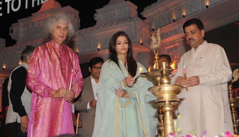 Aishwarya Rai Bachchan, Pandit Shivkumar Sharma and Ashok Chavan