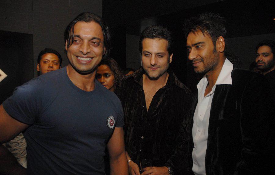 Shoaib Akhtar, Fardeen Khan and Ajay Devgn