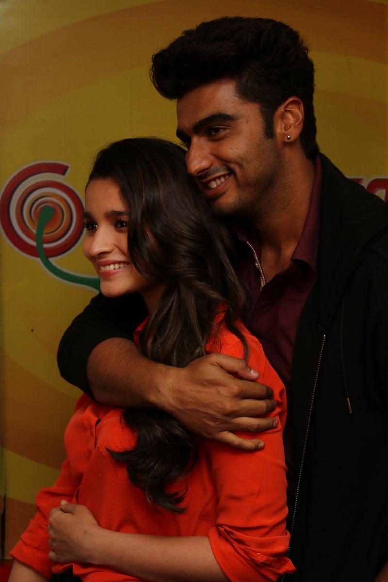 Alia, Arjun Turns Jockeys For Radio Mirchi - Indiatimes.com