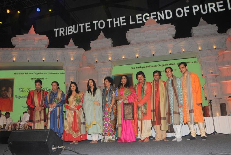 Anup Jalota, Richa Sharma, Aishwarya Rai Bachchan, Padmaja Phenany Joglekar, Kavita Krishnamurthy Subramaniam, Pankaj Udhas, Gaurav Chopra and Keshav Prasad