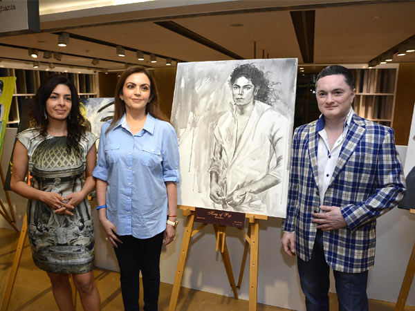 When you exhibit a 'Portrait Study of Well Known Personalities' like Brad Pitt, Michael Jackson, Princess Diana, Steve Jobs and the likes, it's only a given that your guestlist would be of the same stature as your muses.