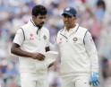 Dhoni Talks To Aaron