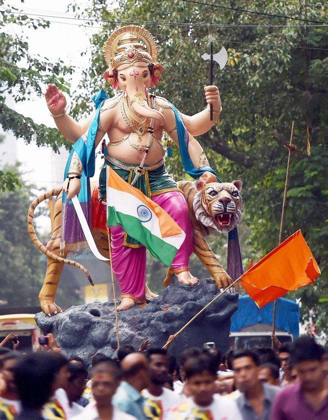 Aala Re Aala! Ganpati Bappa Comes to City