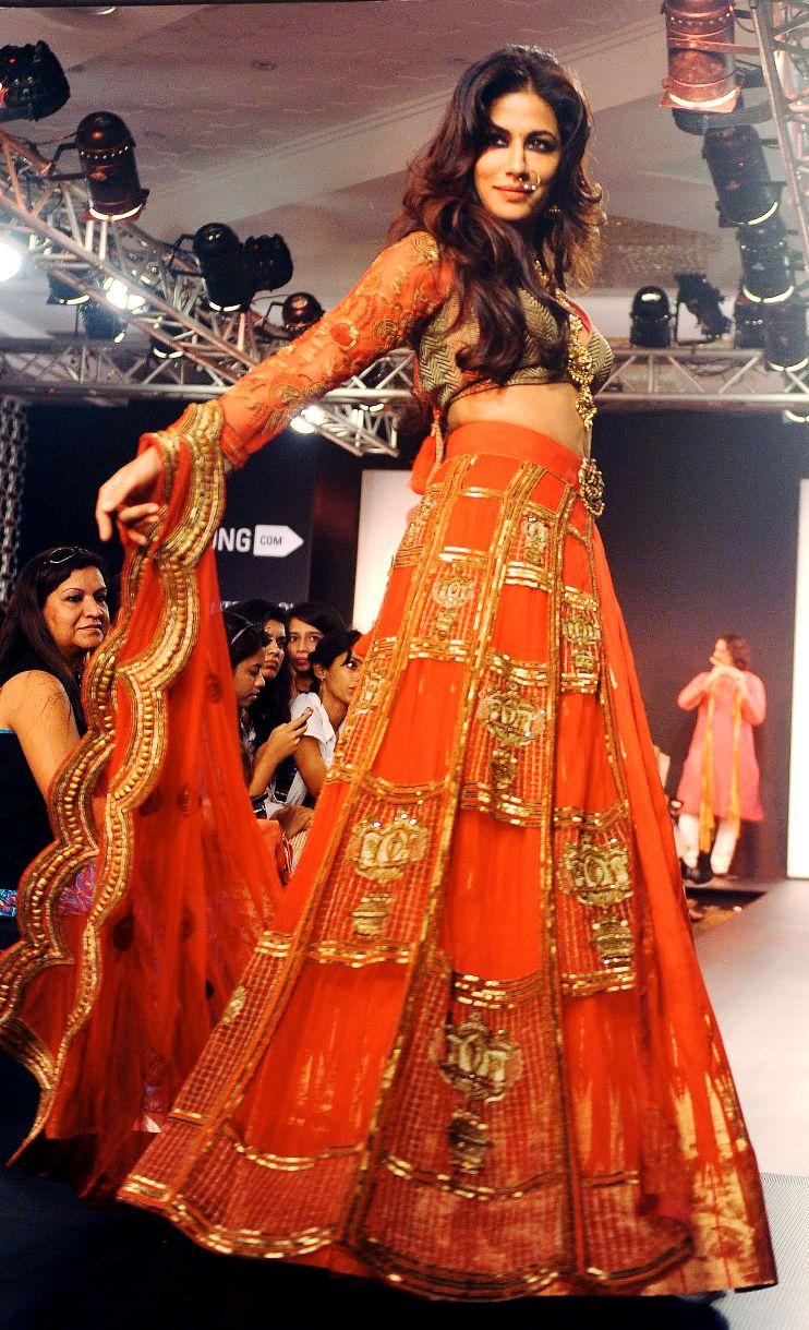 Chitrangada Singh looked gorgeous as she sashayed down the ramp for designer Harshita Chatterjee Deshpande at Lakme Fashion Week. Photo: AFP