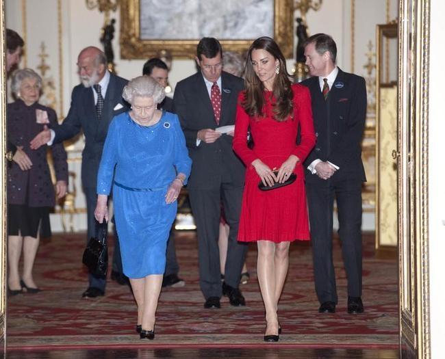 Queen Elizabeth II & Kate Middleton