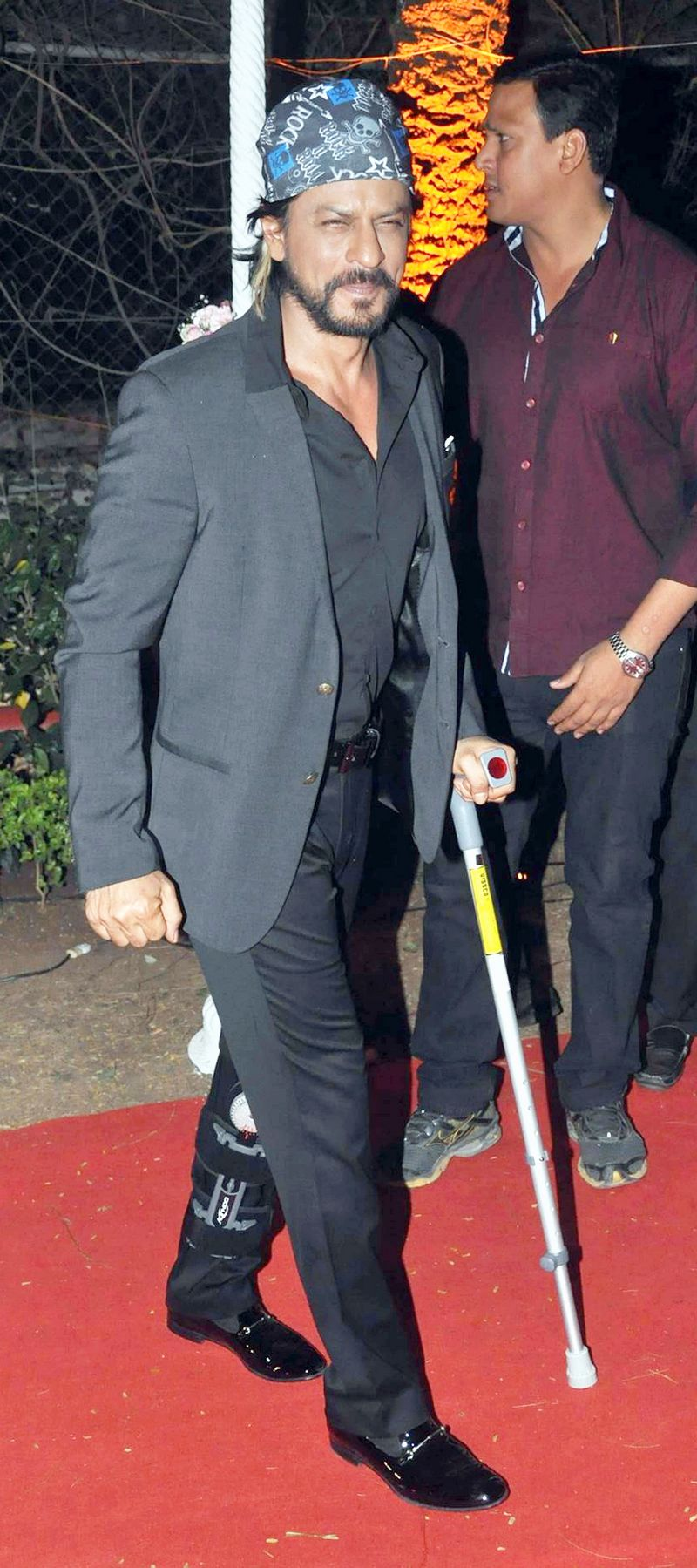Bollywood stars are no longer choosing to hide their battle scars from the world and are instead choosing to step out and flaunt their injuries instead! Take Shah Rukh Khan, for example, who had been injured on the sets of 'Happy New Year' but still made it to Ahana Deol's wedding with a leg brace and a crutch. Photo: AFP