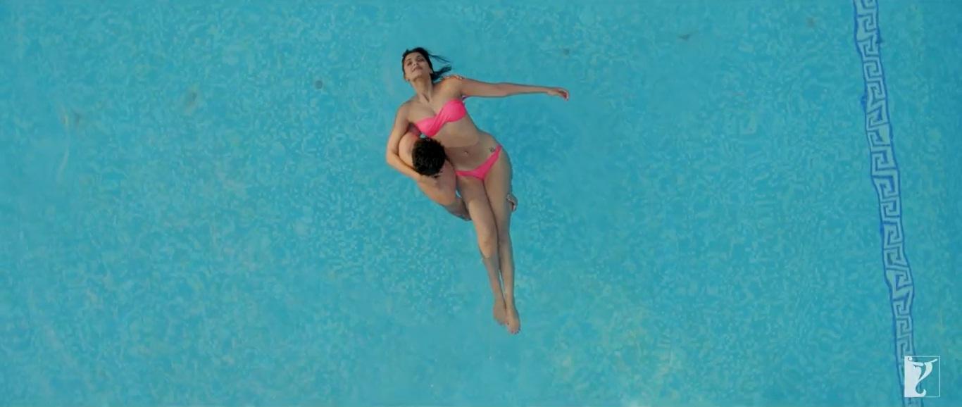 Sonam Kapoor in bikini in Bewakoofiyaan