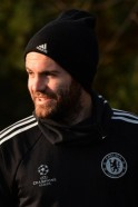Manchester United agree club record £37m deal for Chelsea's Mata