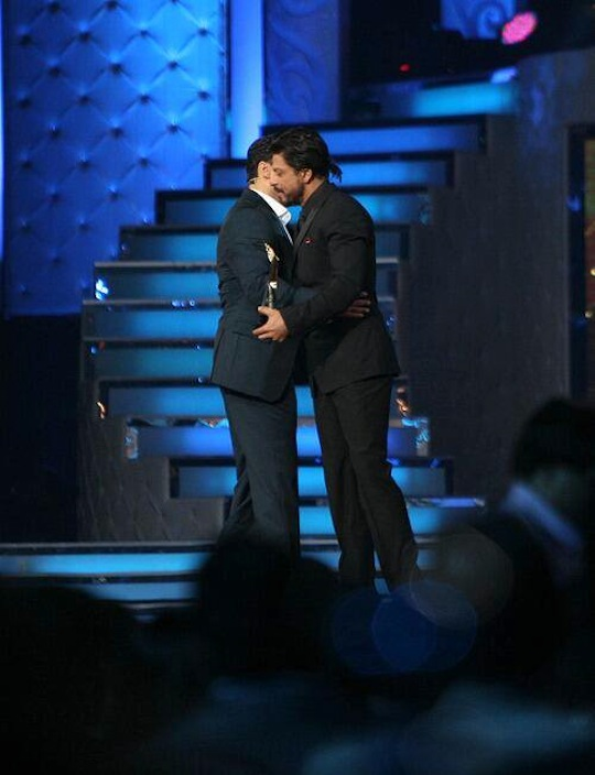 And yes, then the moment everyone had been anticipating and praying for happened. Salman Khan and Shahrukh Khan hugged each other on stage. The hug was greeted with the loudest of applause and cheers from the audience. SRK who got an award for Chennai