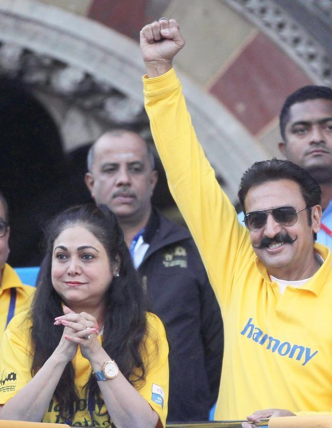 Tina Ambani, Gulshan Grover at Mumbai Marathon 2014