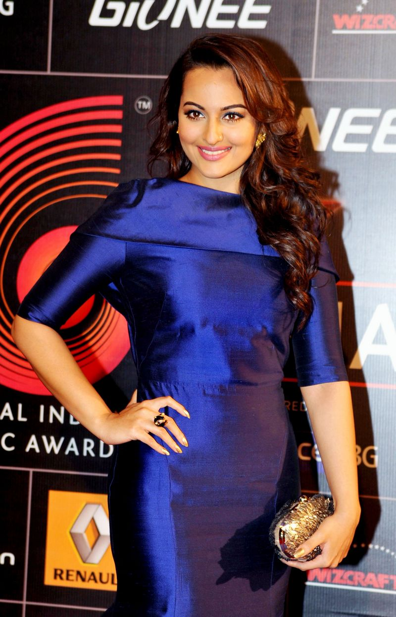 Bollywood's hottest ladies that included Sonakshi Sinha, Aditi Rao  Hydari, Rakul Preet and Nicole Faria walked the red carpet at a recently  held awards show. Sonakshi looked smashing in blue. Photo: AFP