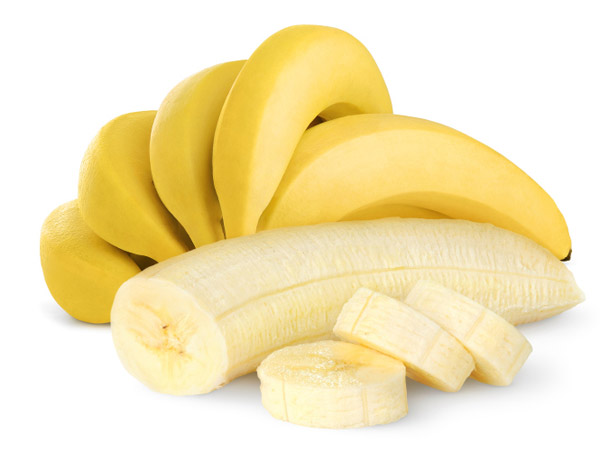Eat potassium rich food - Potassium rich minerals help regulate the body's fluid balance, thereby avoiding  bloating. Eat protein rich foods like bananas, mangoes, spinach, nuts and tomatoes as they contain asparagine, an amino acid that acts as a diuretic, to flush out excess liquids from your body.