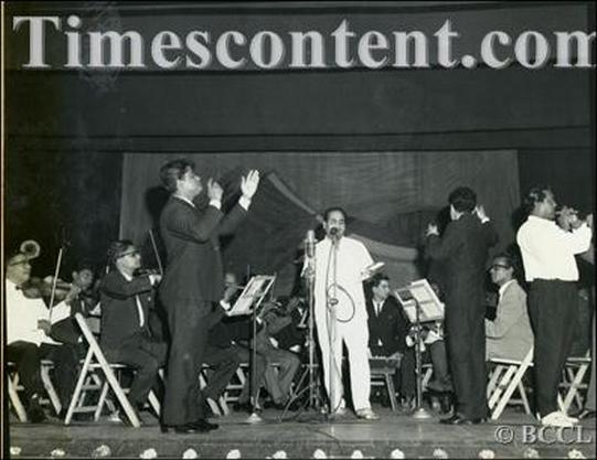 Mohammed Rafi singing while popular Bollywood music directors duo Laxmikant Pyarelal directs instrumentalists at the 12th Filmfare awards ceremony in Birla Matushree Sabhaghar, Bombay on June 23, 1963