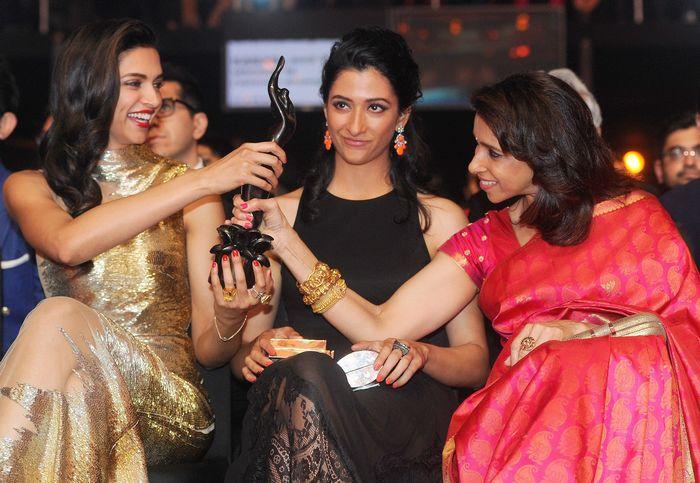 Deepika Padukone at Filmfare Awards 2014