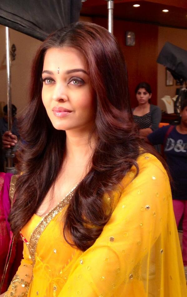 10 Stunning, Candid Twitpics Of Aishwarya Rai Bachchan ...