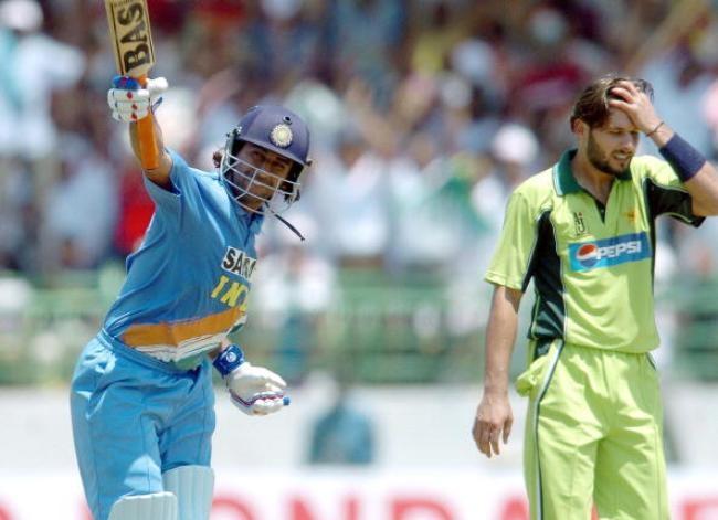 Indian cricketer Mahender Dhoni (L) cele