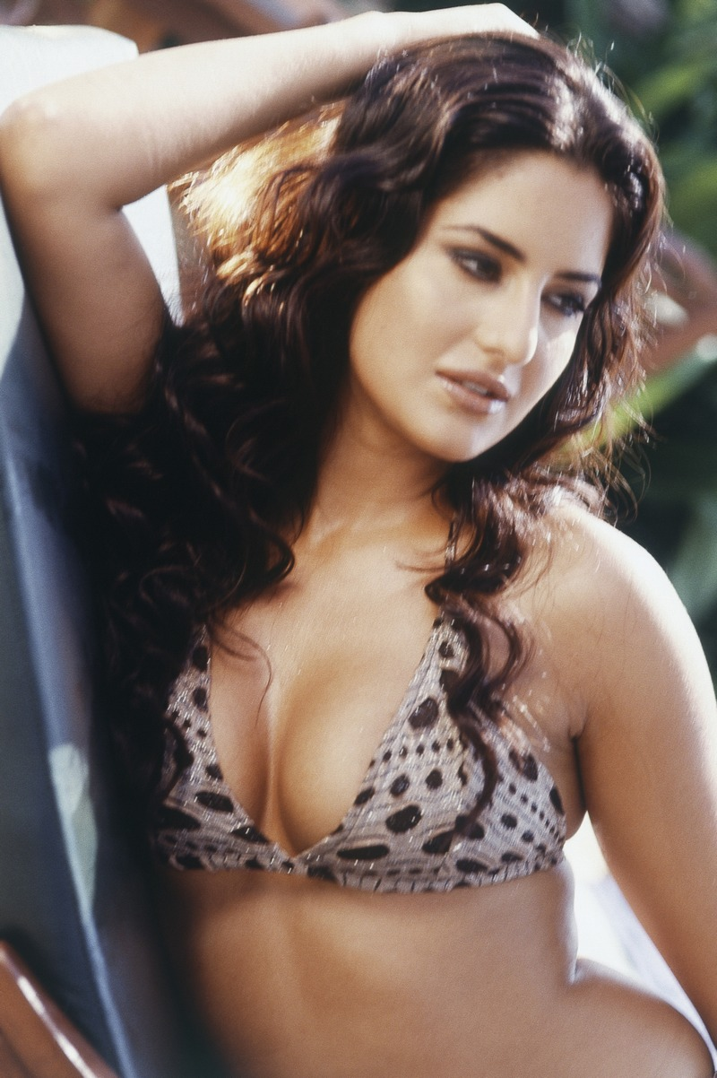 Watch Katrina Kaif Hot Pics & Sexy