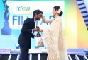 Dhanush receiving the Best Critics Awards from Rekha