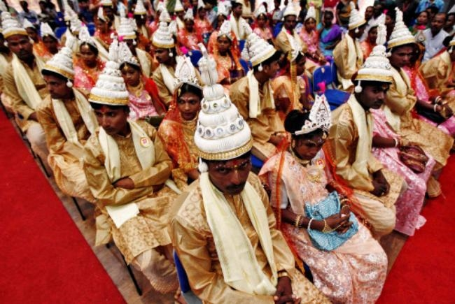 Mass Wedding in Kolkata: PICS Slide 8 Page 8