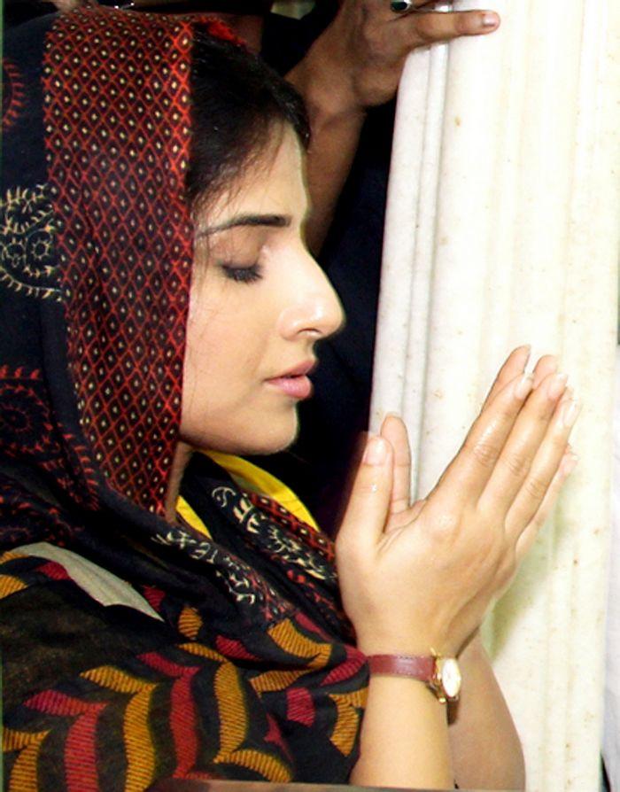 Vidya Balan was seen at Mahim Dargah, presumably praying for the success of her next release 'Bobby Jasoos'. Photo: AFP
