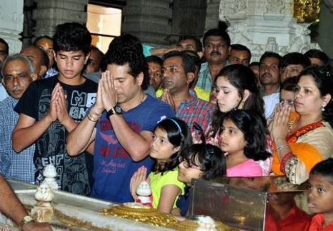 Sachin with his daughter Sara and son Arjun