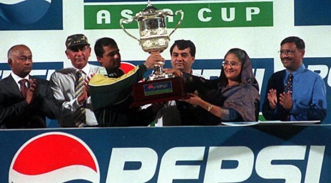 2000: Pakistan