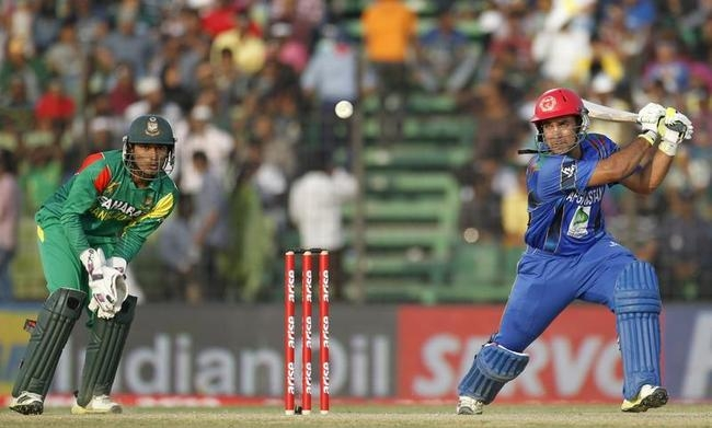 Afghanistan's Shenwari plays ball as Bangladesh's wicketkeeper Haque watches during their one-day international cricket match at the Asia Cup 2014 in Fatullah