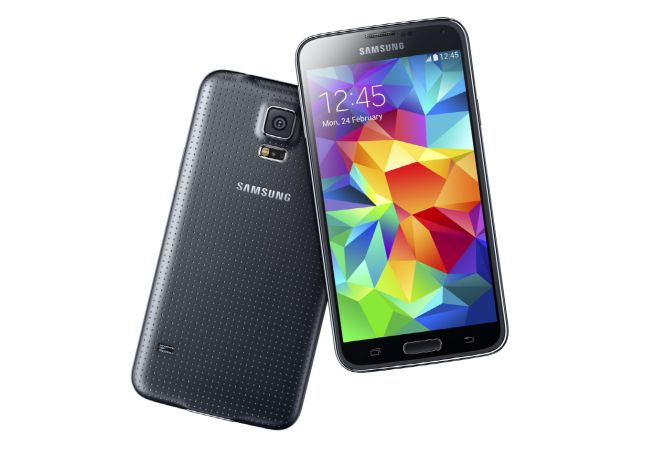 Dual DownloadSamsung Galaxy S5 let's users download content at double the speed using WiFi as well as LTE at the same time.
