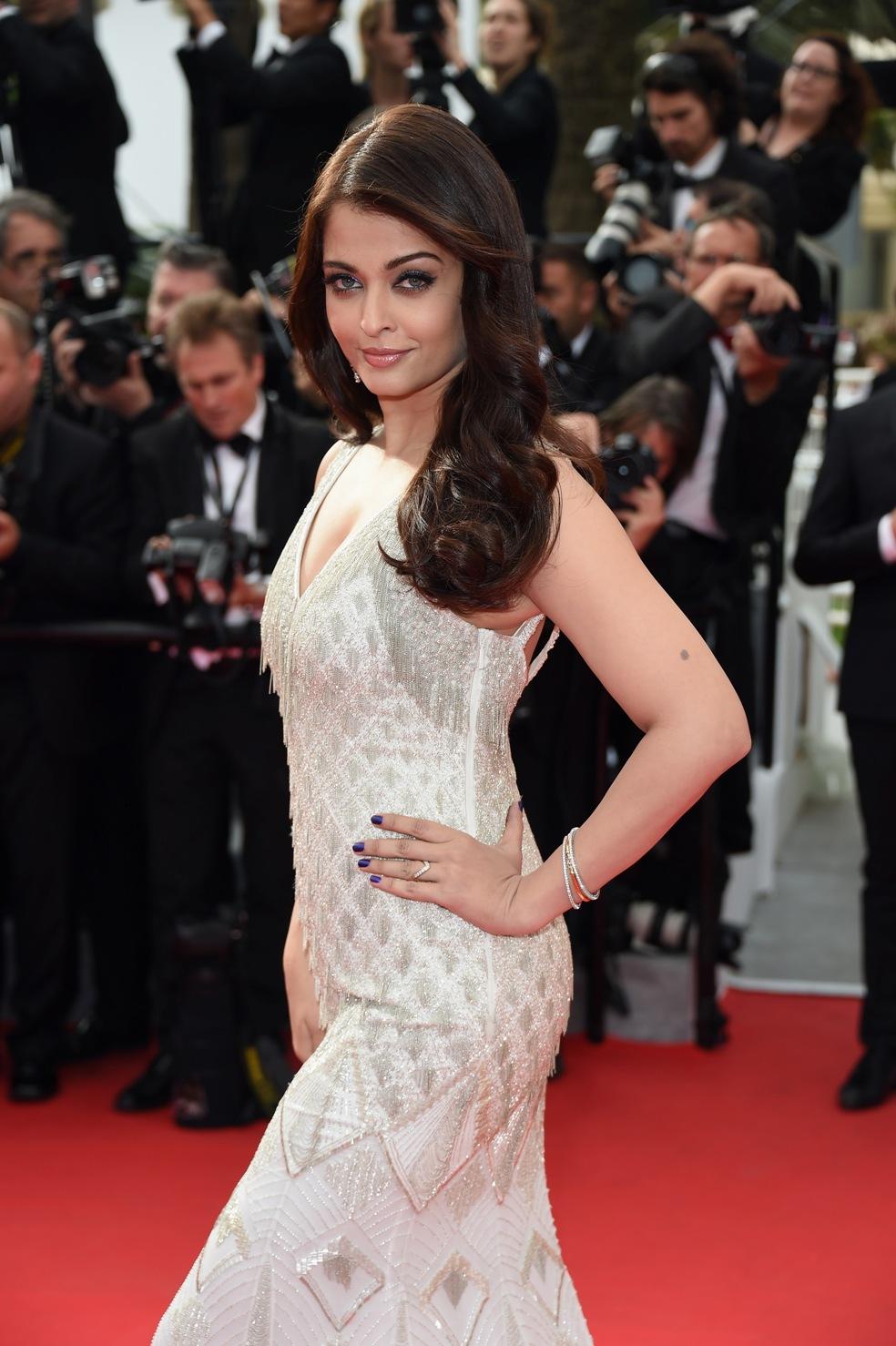 Aishwarya Rai Makes Dazzling Appearance in Gold at Cannes ... |Aishwarya Rai 2014 March
