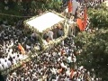 Lakhs of supporters follow Bal Thackerays funeral procession