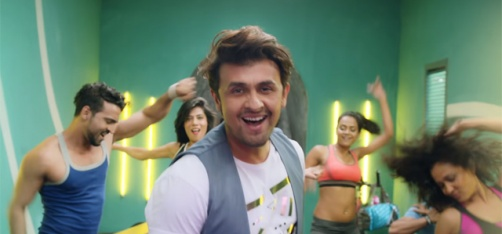 Sonu Nigam Is Making Kailash Kher, Sunil Grover & Farah Khan Dance To His Tunes In 'Crazy Dil'!