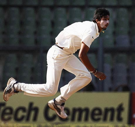 Ishant gets his ankle checked by doctor