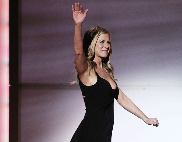 Aniston clears air with beau