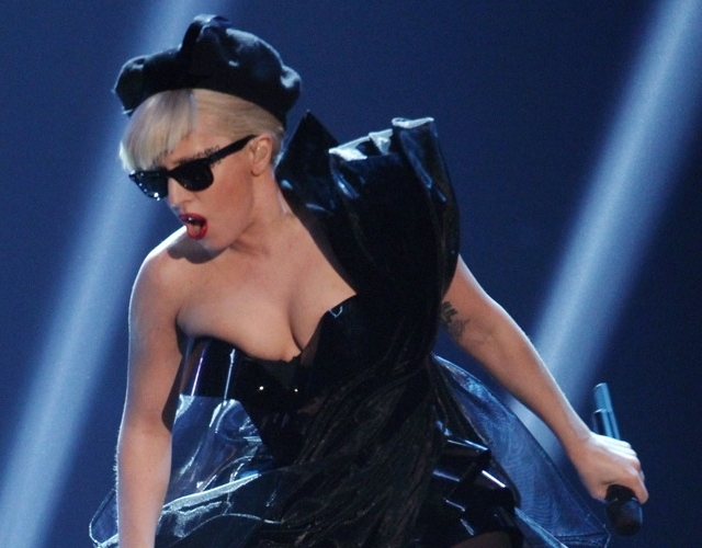 Lady Gaga performs headless!