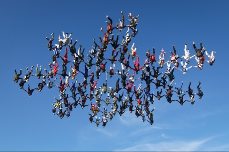 138 skydivers shatter world skydiving record