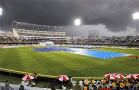 Rain forces early stumps on Day 3