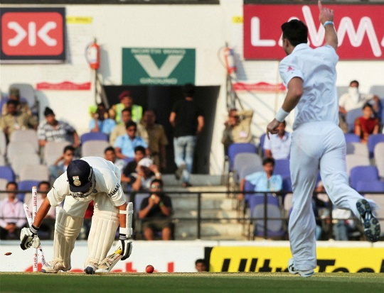 Sachin Tendulkar bowled out by James Anderson