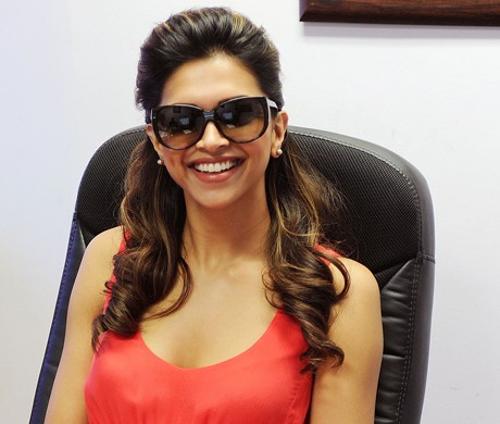 Deepika goes dark for Rajini!