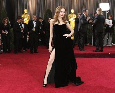 Angelina's leg pose at Oscars