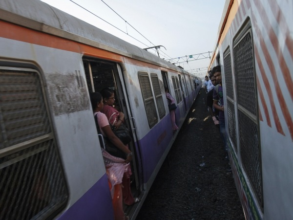 Do You Travel By Local Train Everyday? Then You Must Try Mumbai Local Train Workout