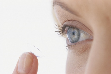 Contact lens wearers at risk of going blind