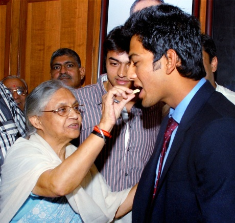 Sheila Dixit felicitates Unmukt Chand