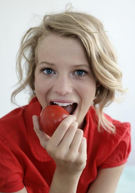 Tomatoes for a sunburn-free, youthful skin