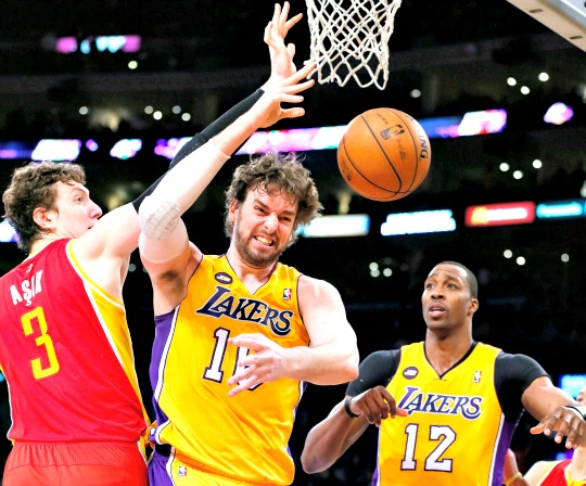 Jazz Defeat Hands Lakers Playoff Berth